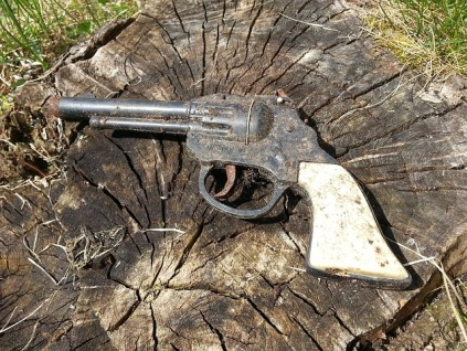 pistol-106630_640